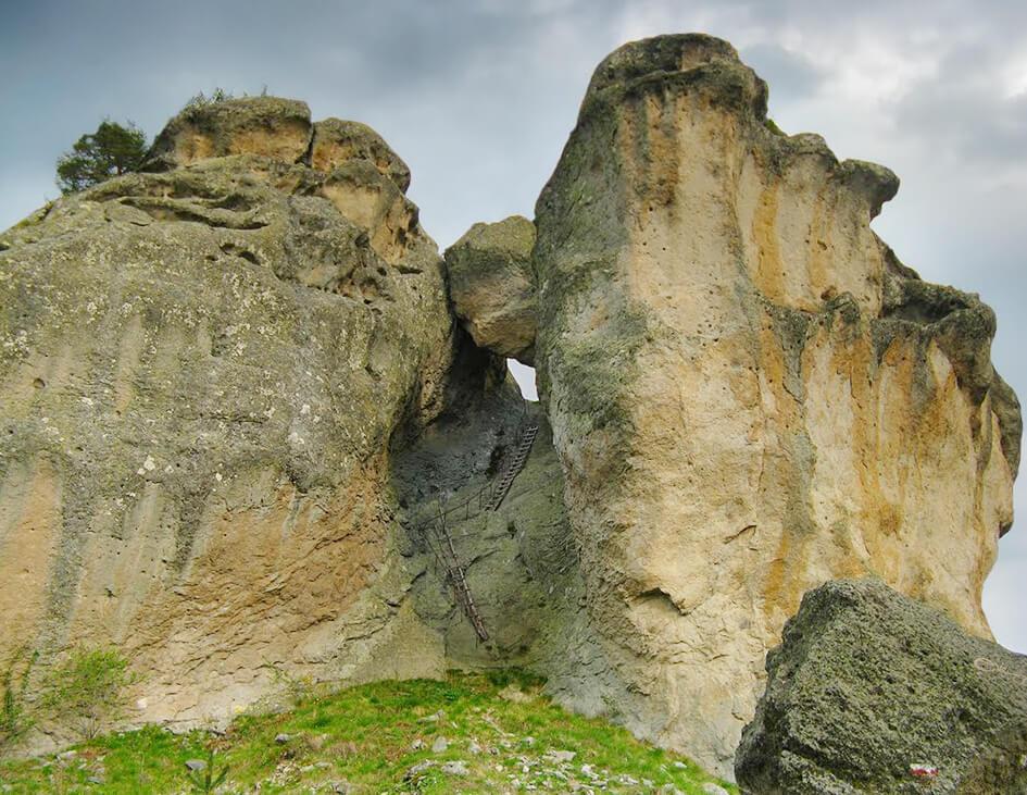 Величествена гледка под скалният феномен.