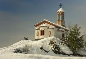 Параклисът през зимата.