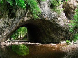 Скалният мост над река Белишка.