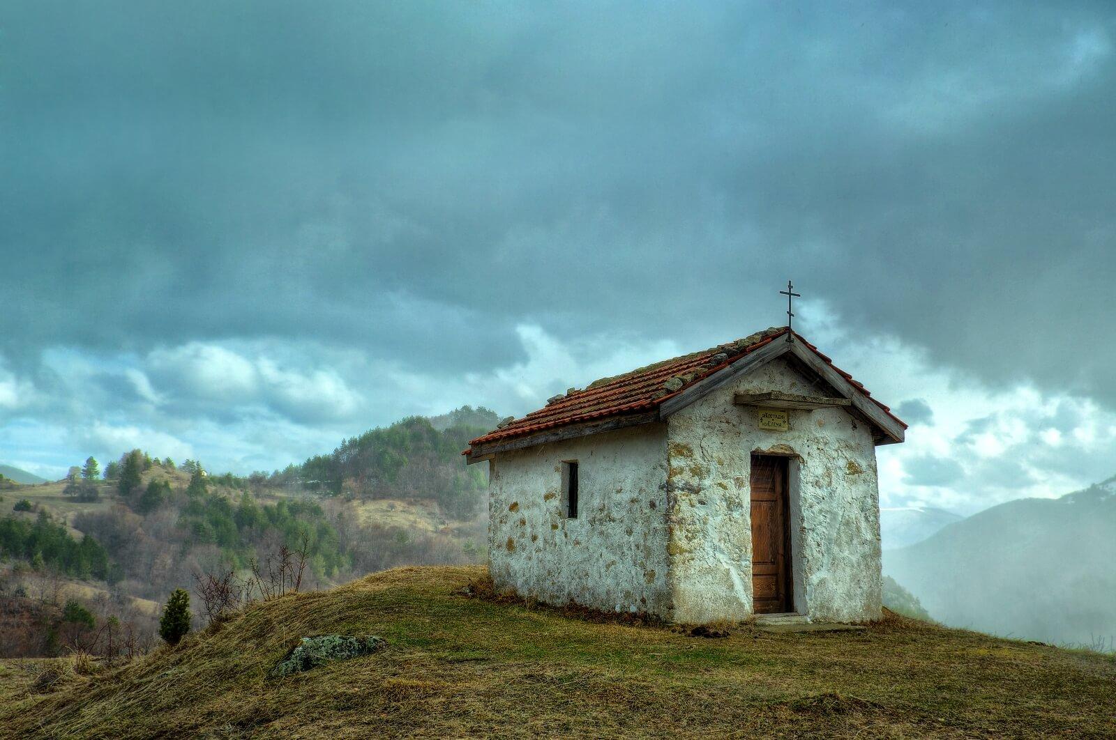 Малък параклиси, намиращ се по екопътеката